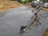 подавать бетон